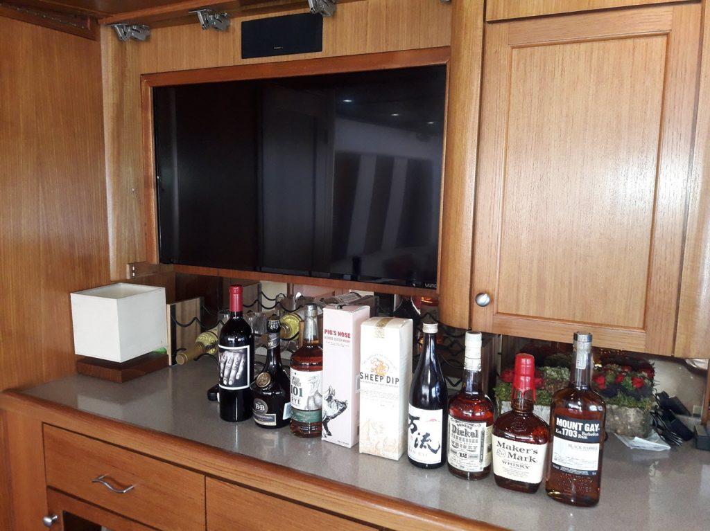 yacht-for-rent-casa-de-campo-summer-wind-salon-3-june-2018