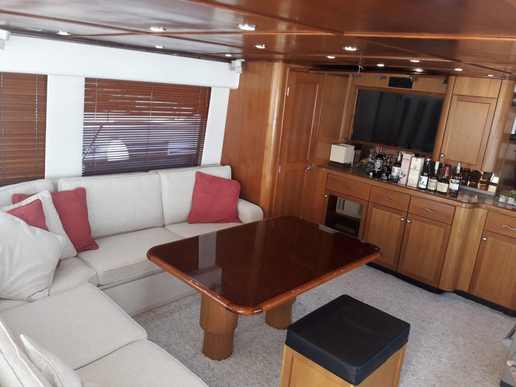 yacht-for-rent-casa-de-campo-summer-wind-salon-4-june-2018