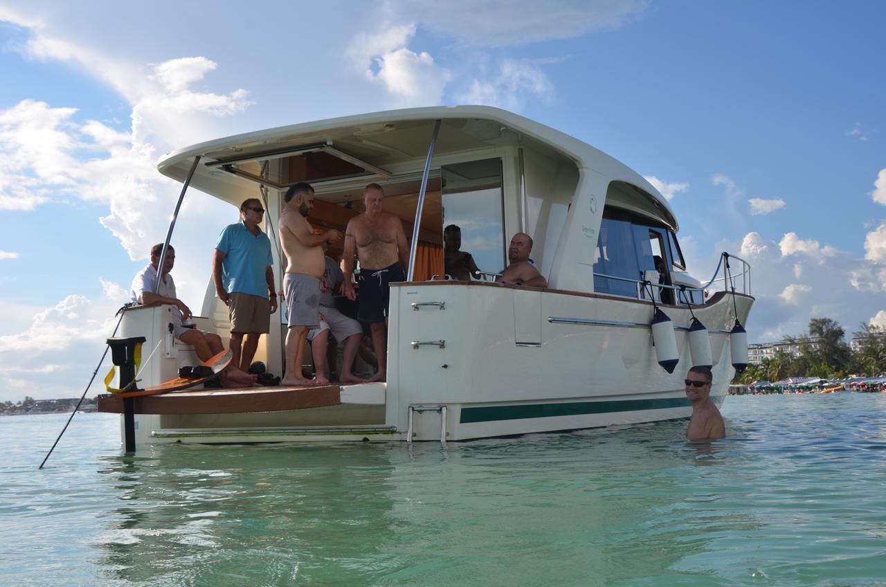 private yacht Luxury santo domingo Boca Chica charter Hybrid power